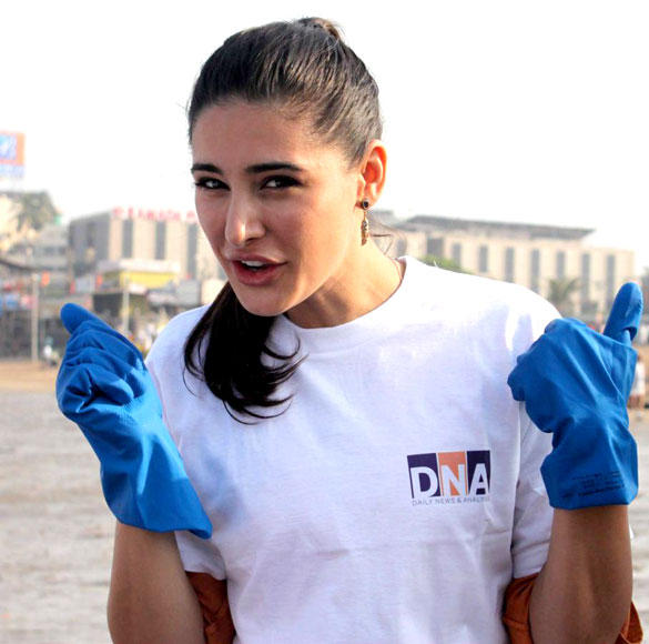 Cute Nargis Fakhri At DNA Clean Up Drive Event
