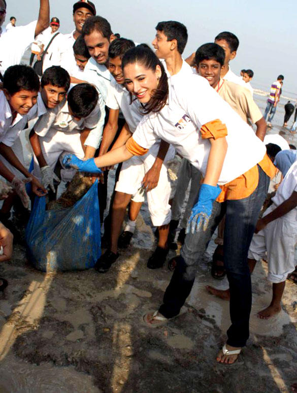Hot Actress Nargis at DNA Clean Up Drive Post Ganpati Visarjan