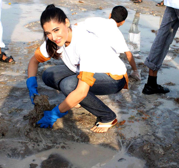 Nargis at DNA Clean Up Drive Post Ganpati Visarjan