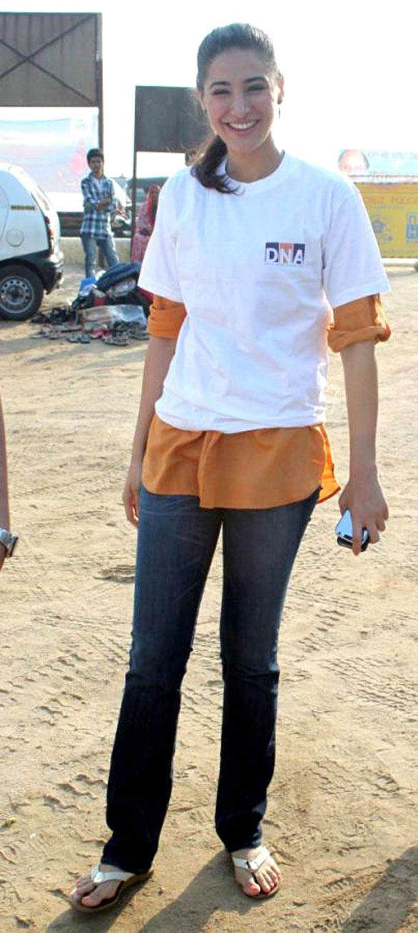 Nargis Fakhri Cute Still At DNA Clean Up Drive Event