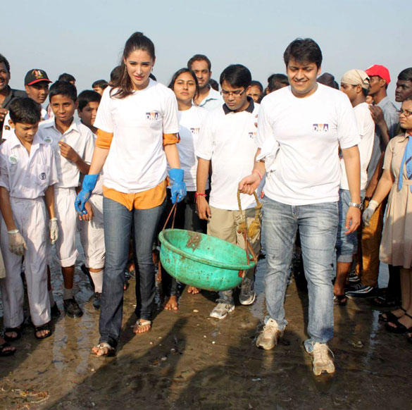 Nargis Fakhri At DNA Clean Up Drive Event