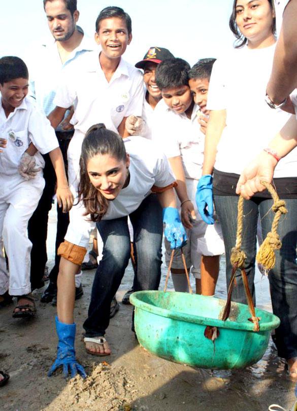 Nargis Fakhri at DNA Clean Up Drive Post Ganpati Visarjan