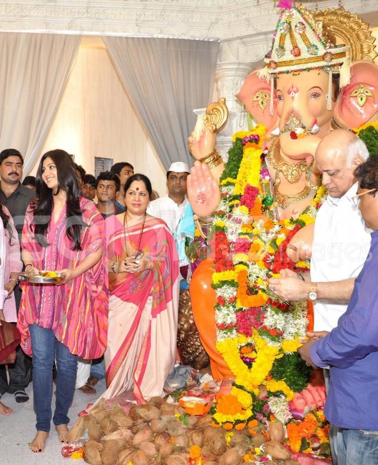 Shilpa Shetty Celebrates Andhericha Raja Ganpati Ganeshotsav