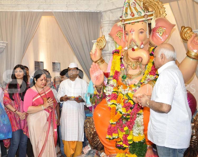 Shilpa Shetty Offers Prayers At Andhericha Raja Ganesh Idol