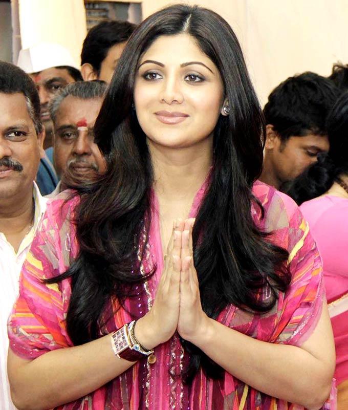 Shilpa Shetty Take Blessing At The Andhericha Raja Ganesh Idol
