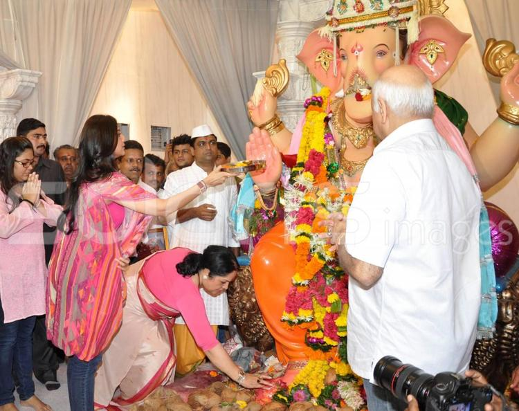 Shilpa Shetty Visits Andhericha Raja Ganesh Idol In Azad Nagar