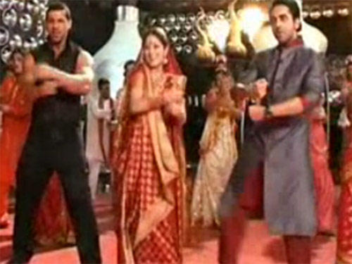 John,Ayushmann And Yami Dance Still From Vicky Donor