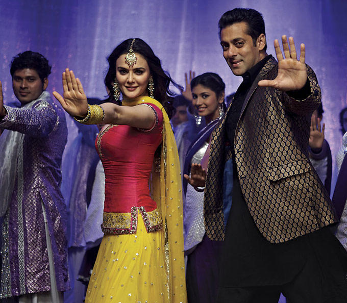 Preity Zinta And Salman Khan Song Still From Ishkq In Paris