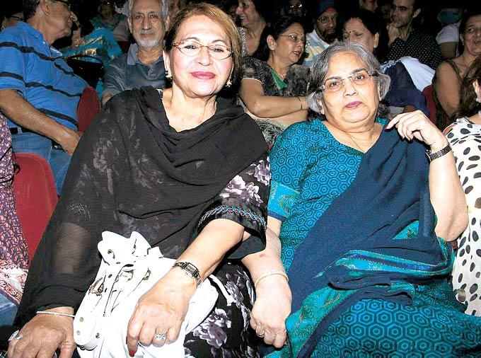 Helen And Salma Khan Enjoying The Play