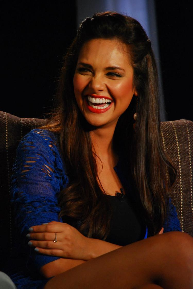 Esha Gupta Open Smile Pic During Chakravyuh Music Interview at Mehboob Studio