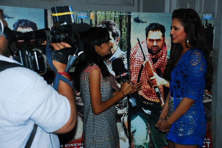 Esha Gupta Spotted At Mehboob Studio For Chakravyuh Music Interview