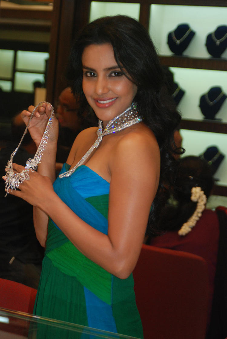 Actress Priya Anand Launches Forevermark Collection