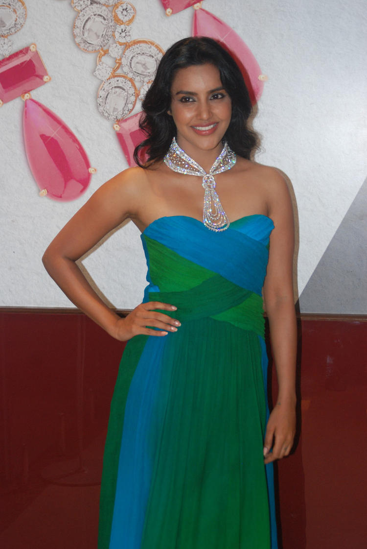Gorgeous Priya Anand at Forevermark Jewellery Store