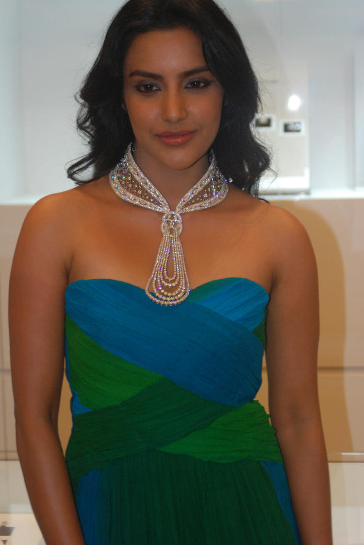 Hot Priya Anand Stills at Forevermark Collection