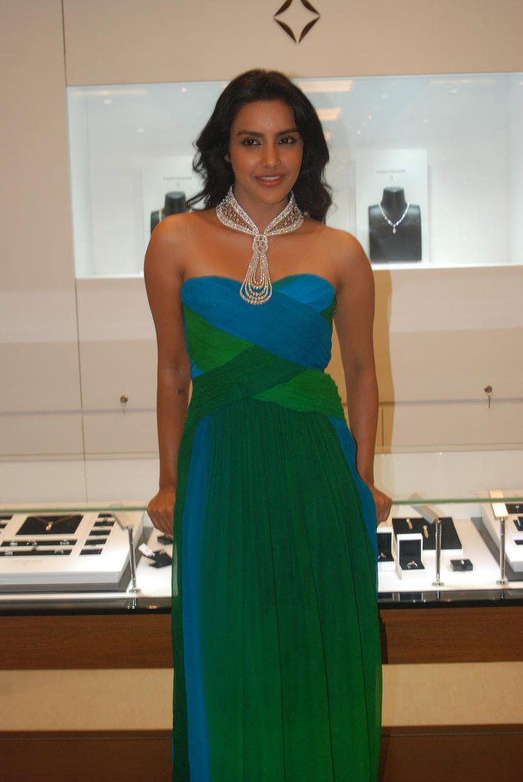 Priya Anand Hot Pic At Forevermark Jewellery Store