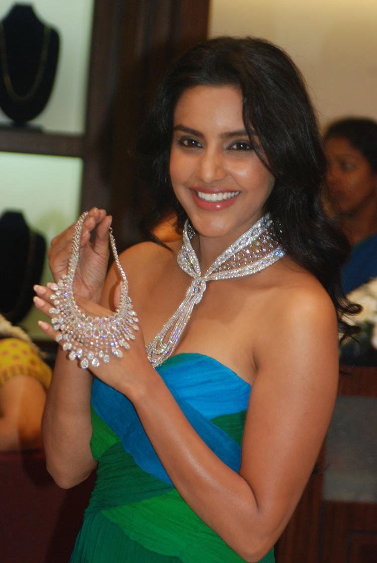 Priya Anand Launches Forevermark Collection