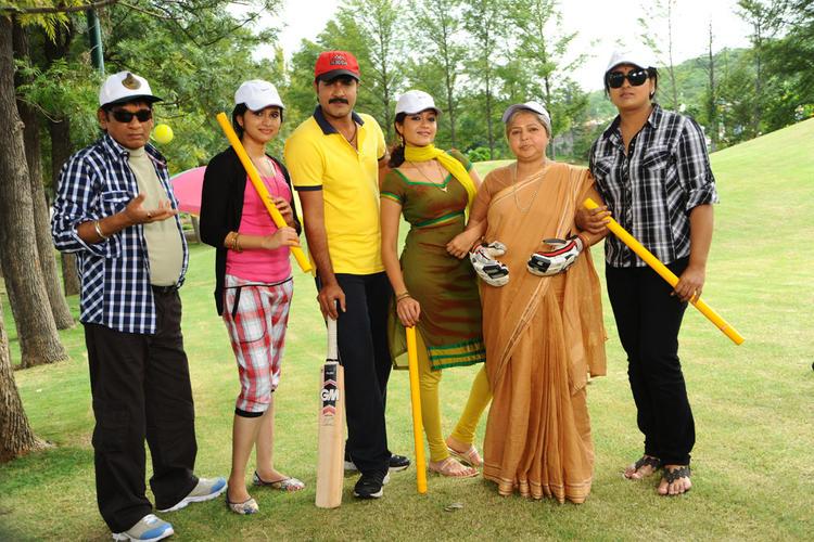 Lucky Telugu Movie Exclusive Pic