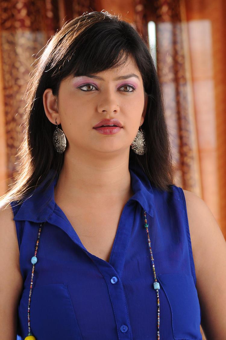 Sana Oberoi Glamour Look Still From Devdas Style Marchadu Movie