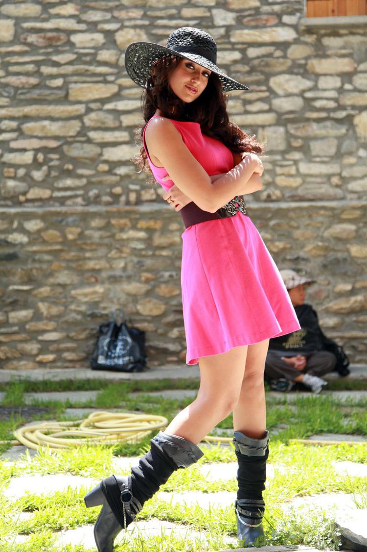 Ileana D'Cruz Latest Stylish Pic