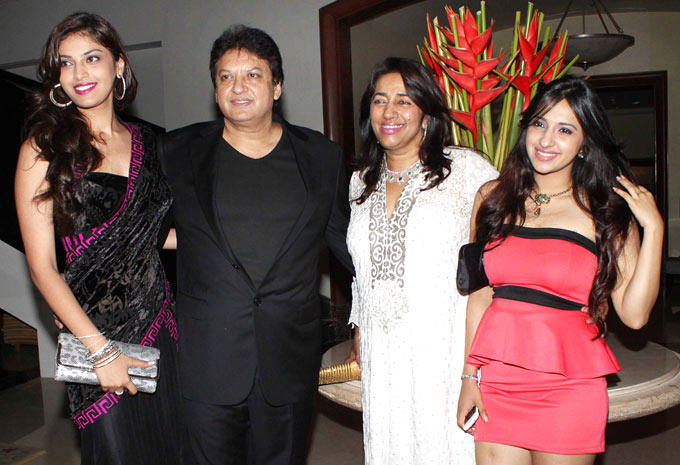 Shashi And Anu Ranjan With Their Daughters At Their 25th Anniversary Bash