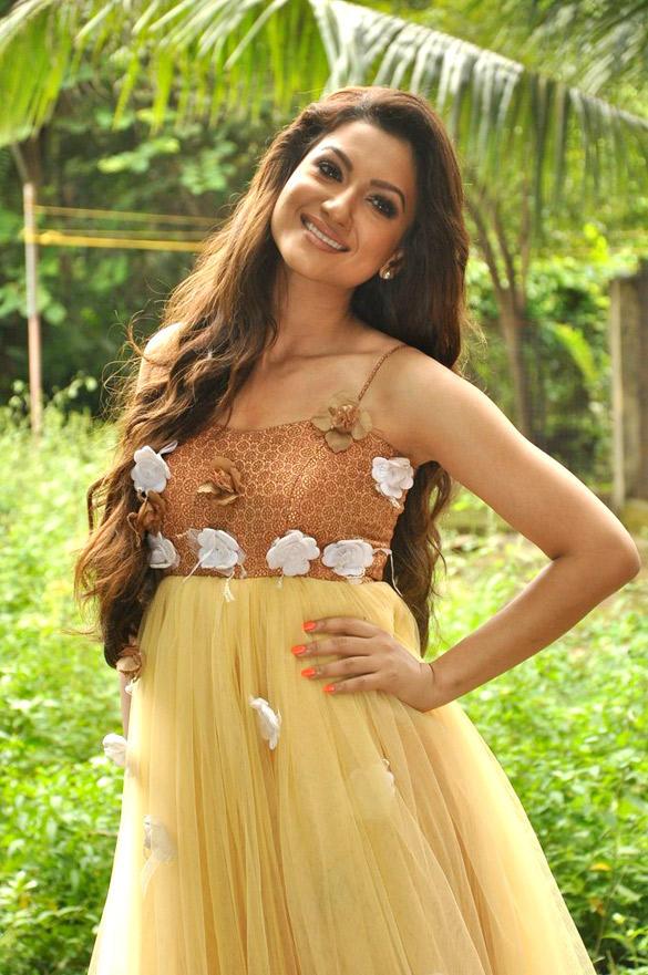 Actress Gauhar Khan Nice And Cool Photo Shoot