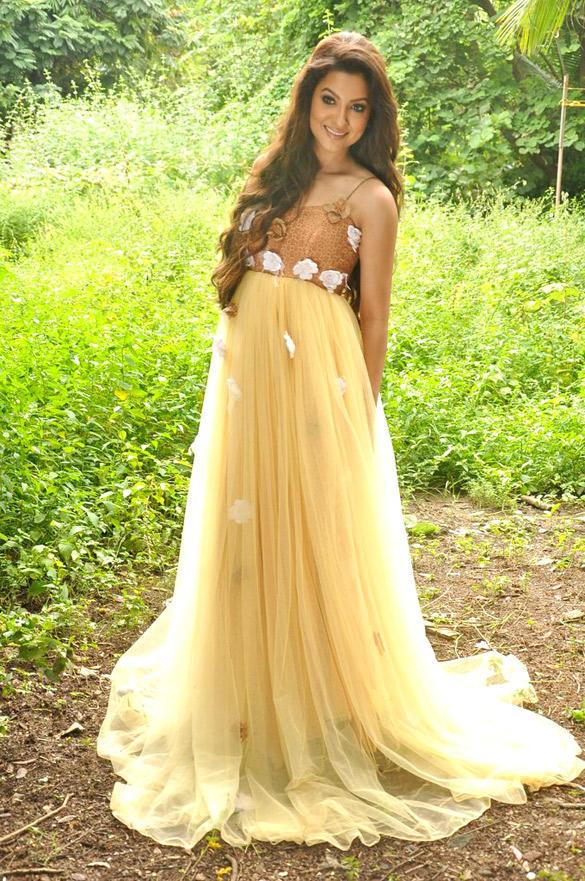 Glamour Girl Gauhar Khan Beautiful Looking Photo Shoot