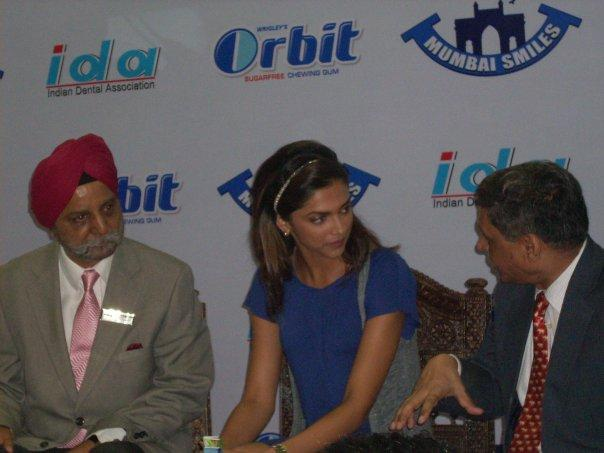 Deepika In A Serious Discussion At World Dental Show
