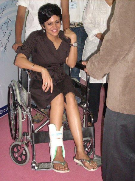 Mandira Bedi Came Even After Getting A Bad Leg Injury