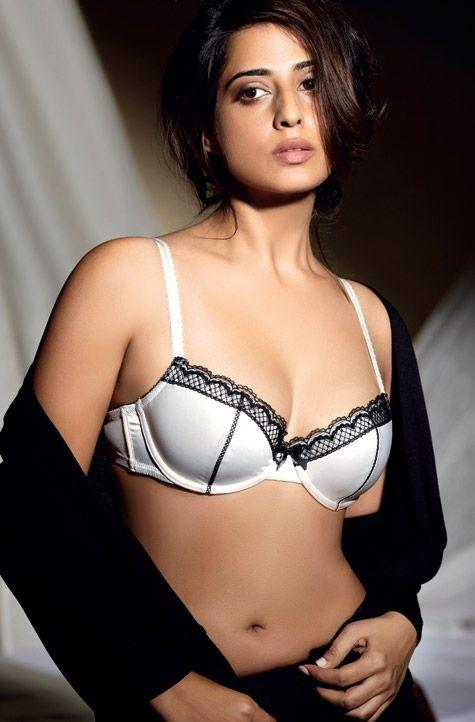 Mahie Gill Navel Exposing Photo Shoot For Maxim India October 2012