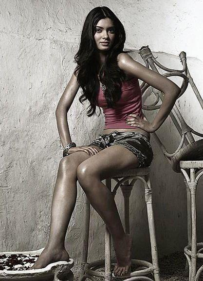 Diana Penty Sexy Photo Shoot For Elle India Magazine
