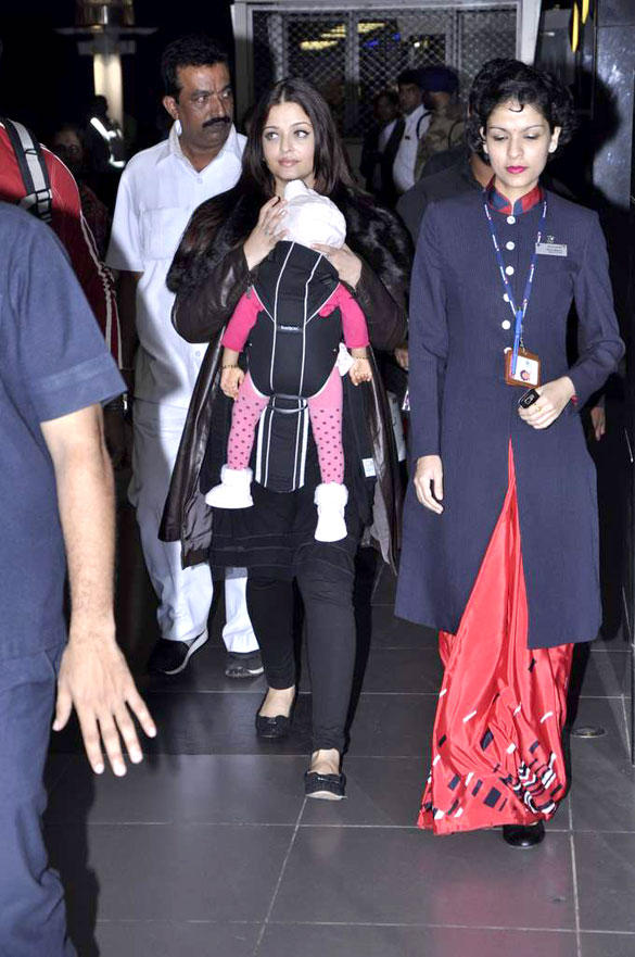 Aishwarya and Aaradhya Return From Chicago