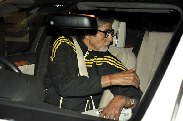 Amitabh Bachchan Spotted at Mumbai Airport To Receives Ash and Aaradhya