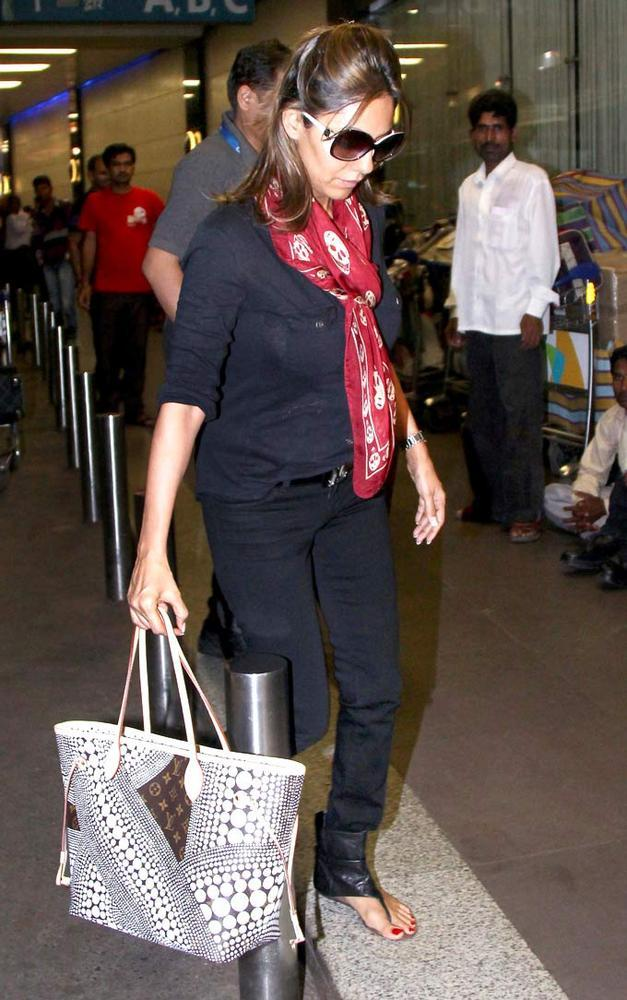 King Khans Wife Gauri Snapped at The Airport