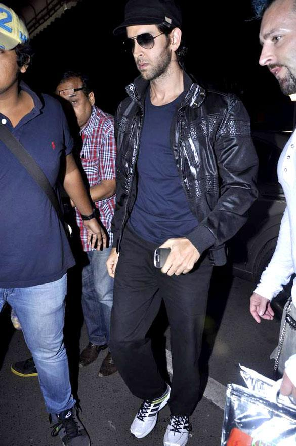 Hrithik Roshan Snapped At The Airport Returns From Krrish 3 Shoot