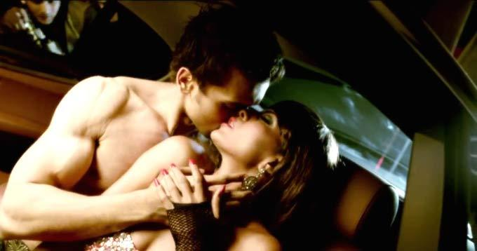 Veena Malik Hot Kissing Pic In Raunchy Best Video
