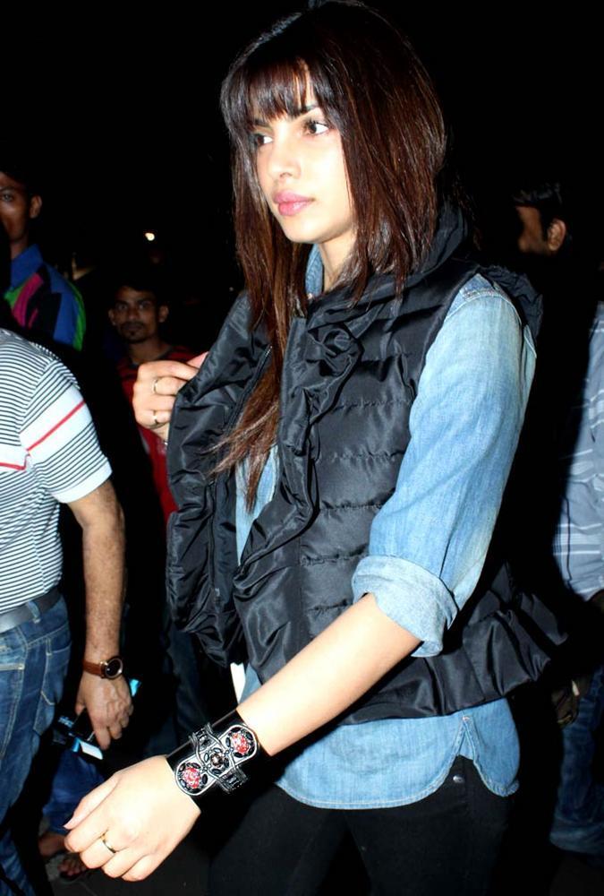 Priyanka Chopra Snapped At Airport