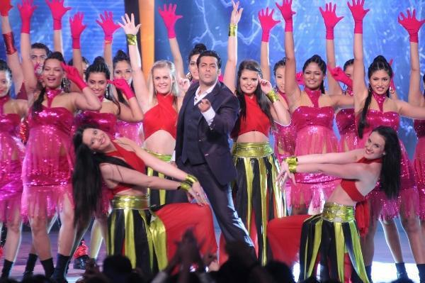 Salman Khan Dancing With A Group On Bigg Boss 6 Opening