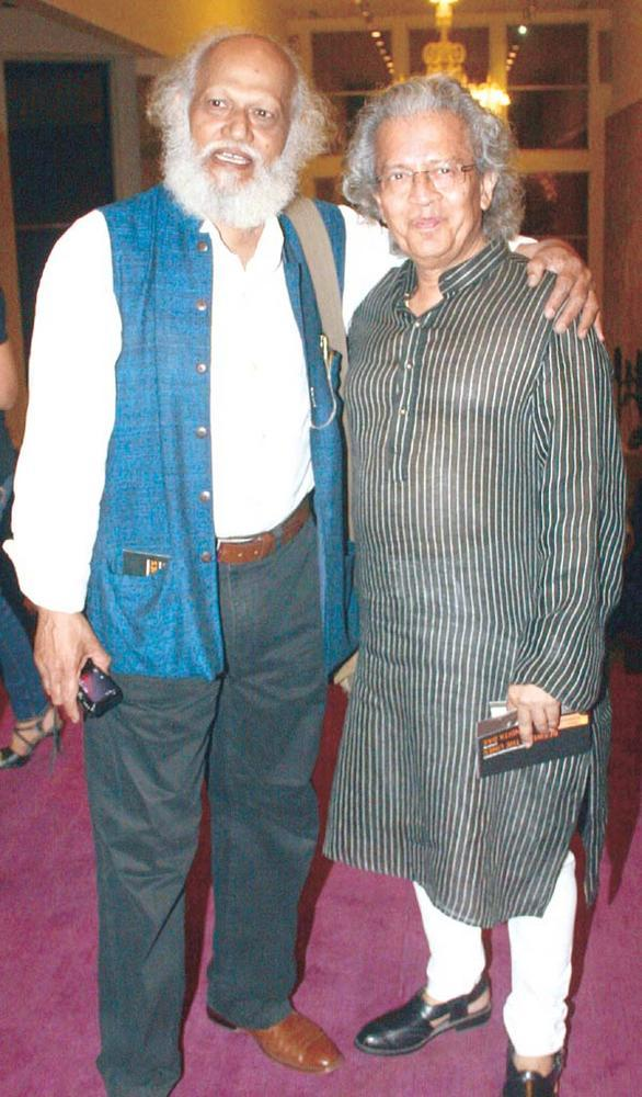Jatin Das And Anil Dharker Catch Up At SoBo Theatre