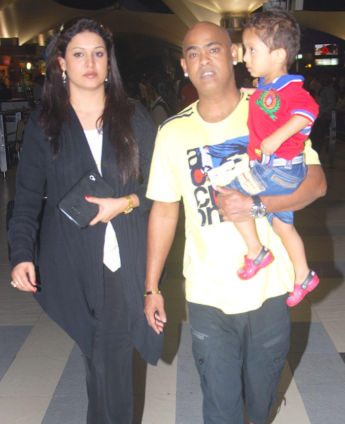Vinod Kambli With Wife Andrea Hewitt And Son Spotted At Mumbai Airport