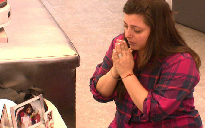 Delnaz With Full Of Tears In Bigg Boss House