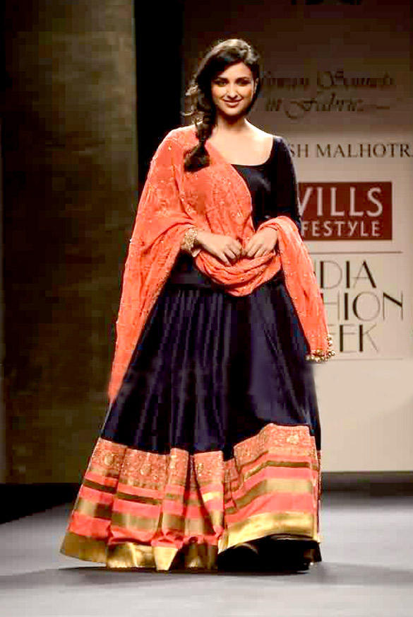 Parineeti Chopra Walks For Manish Malhotra At WLIFW 2012