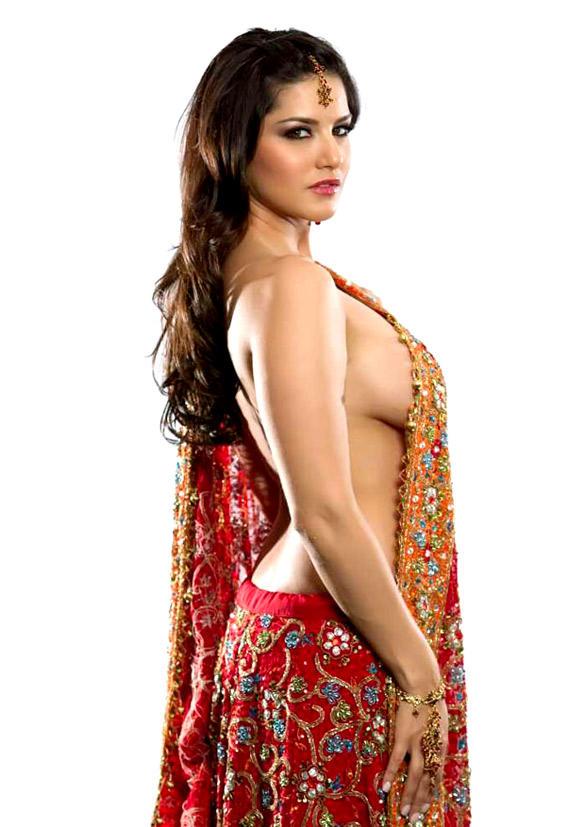 Sunny Leone Top Less Sexy Still