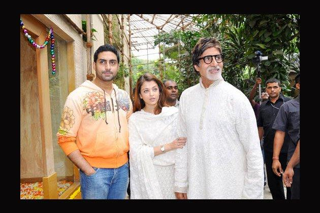 Amitabh Bachchan Cool Still With His Son And Daughter In Law