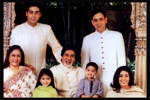 Amitabh,Jaya,Abhishek,Shweta,Nikhil And Their Kids Smiling Pic