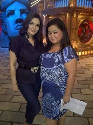 Preity Zinta With Bharti Singh On The Sets Of Comedy Circus