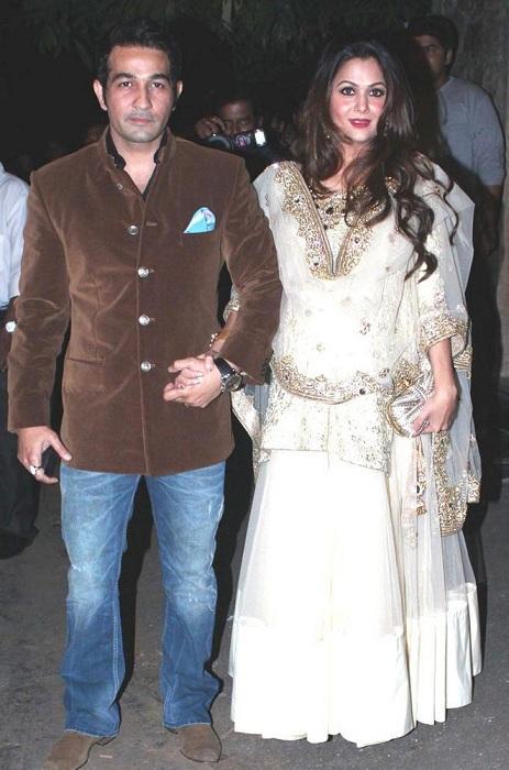 Pregnant Amrita Arora with Husband