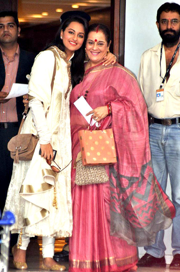 Sonakshi And Poonam Visited At Golden Temple