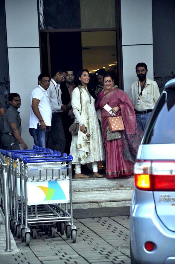 Sonakshi With Mother Poonam Spotted At Golden Temple