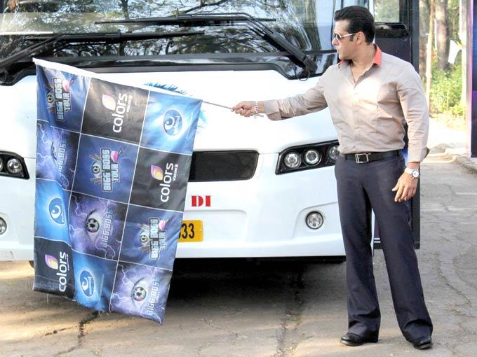 Salman Khan Flags Off The Bus