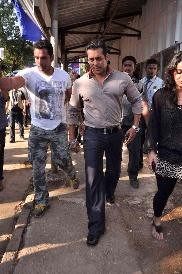 Salman Launches Bus To Take Fans To The Bigg Boss House